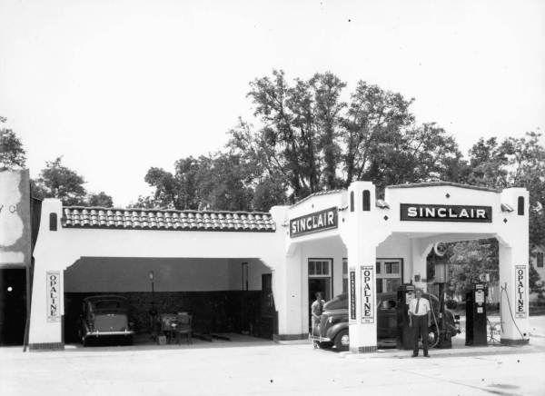 Florida Memory - A. E. Cooper in front of Sinclair Gas Station - Monticello, Florida