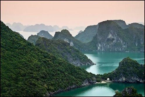La baie Ha long , nord du Vietnam
