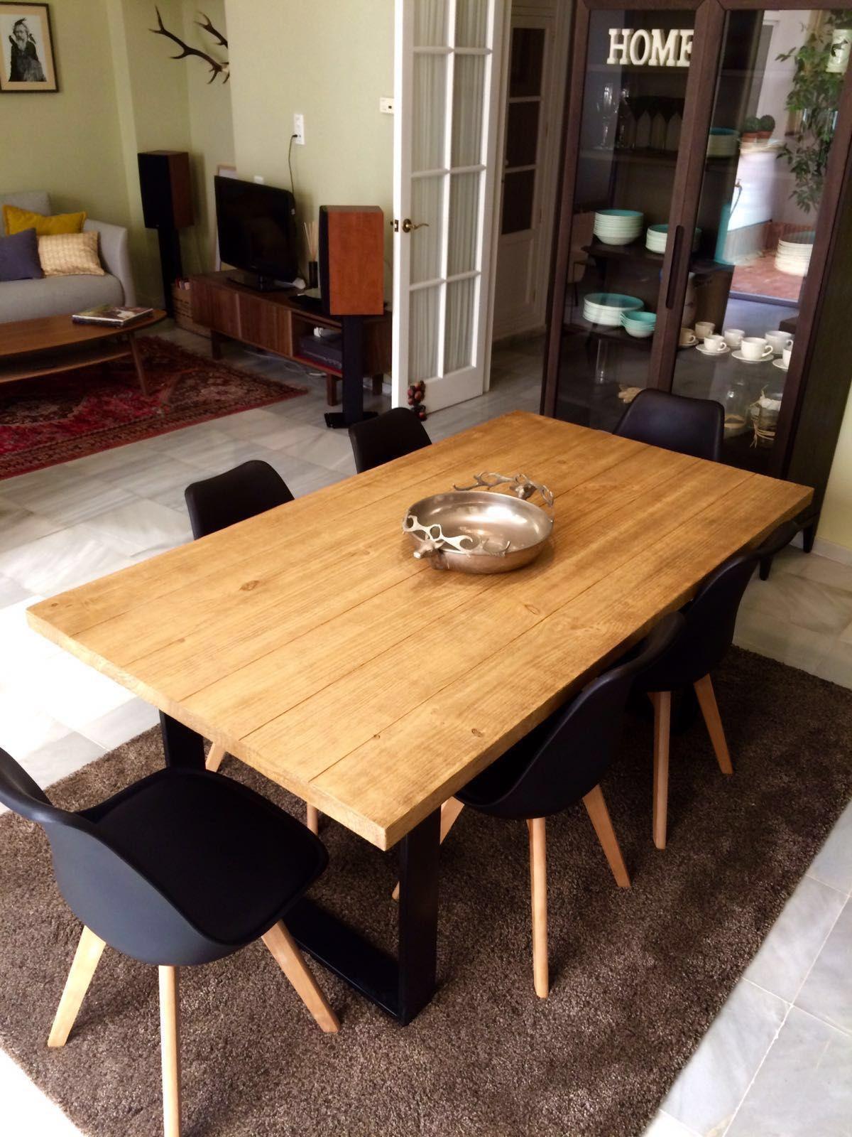 Mesa de comedor industrial con patas lacadas de alicia de for Mesas comedor sevilla