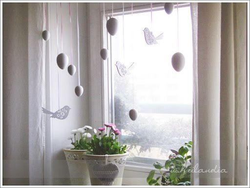 Love this charming use of eggs for spring window vignette <3