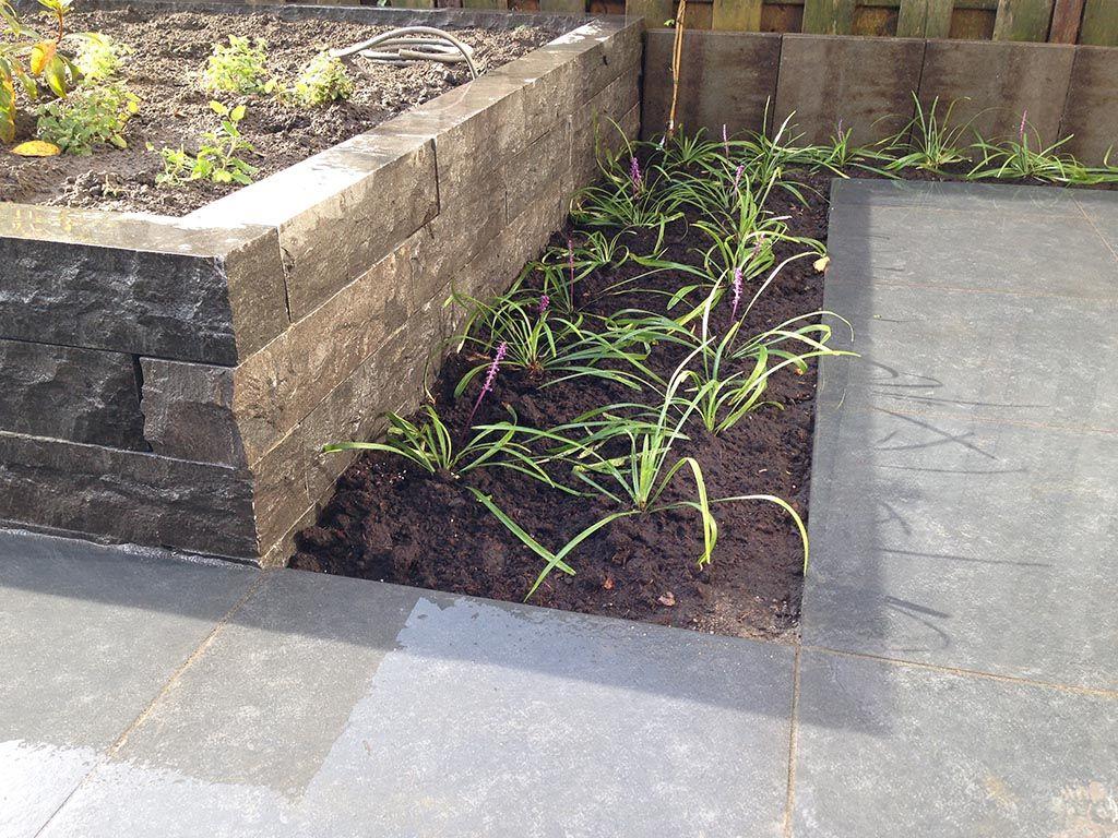 Afbeeldingsresultaat voor voorbeelden stenen plantenbakken voortuin pinterest stenen for Tuin decoratie met stenen