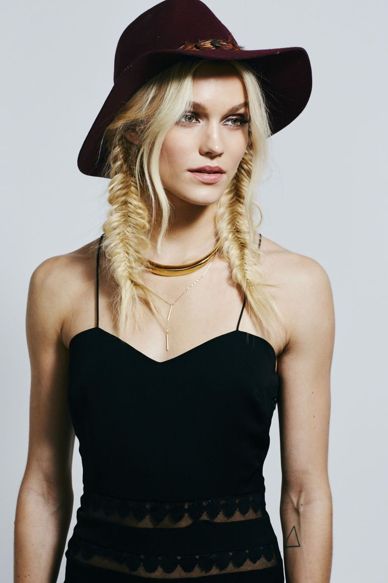 5 gorgeous 5-minute hairstyles you can wear under a hat   fishtail
