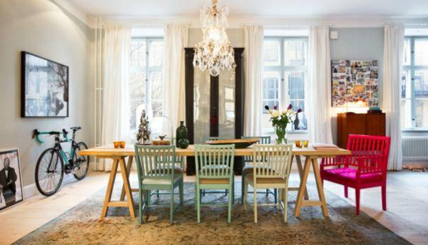Skandinavisches Interior Design mit bunten noten kronleuchter ...