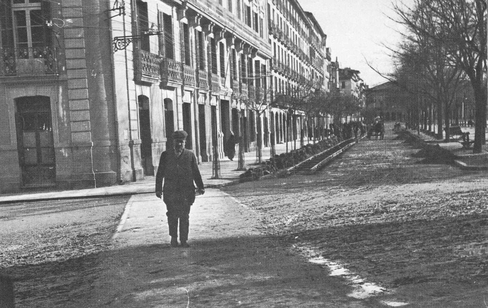 1911-CALLE  NAVAS  DE  TOLOSA-PASEO  SARASATE-colocando las vias del irati