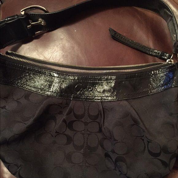Black coach shoulder bag Black signature shoulder bag in good condition Coach Bags Shoulder Bags