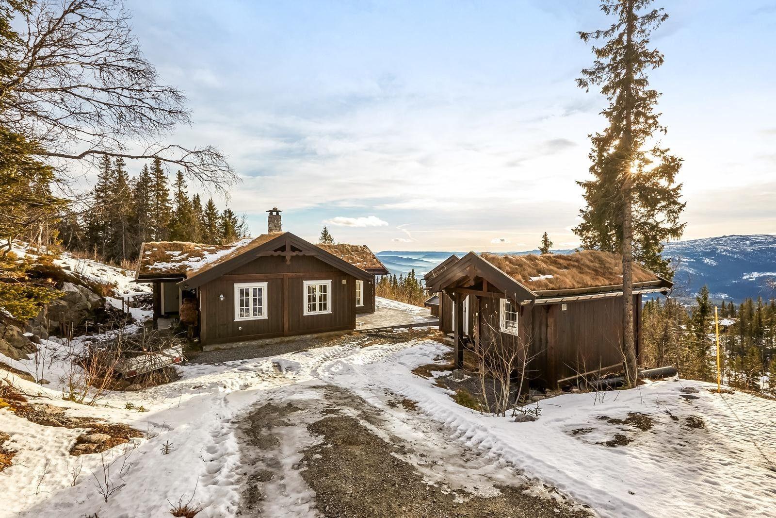 FINN – Usjenert, vestvendt hytte med gedigen utsikt og lang solgang.Lys og trivelig med 3 sov, bad og badstue.