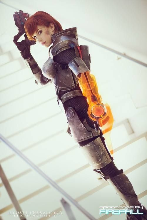 Mass Effect cosplay girl