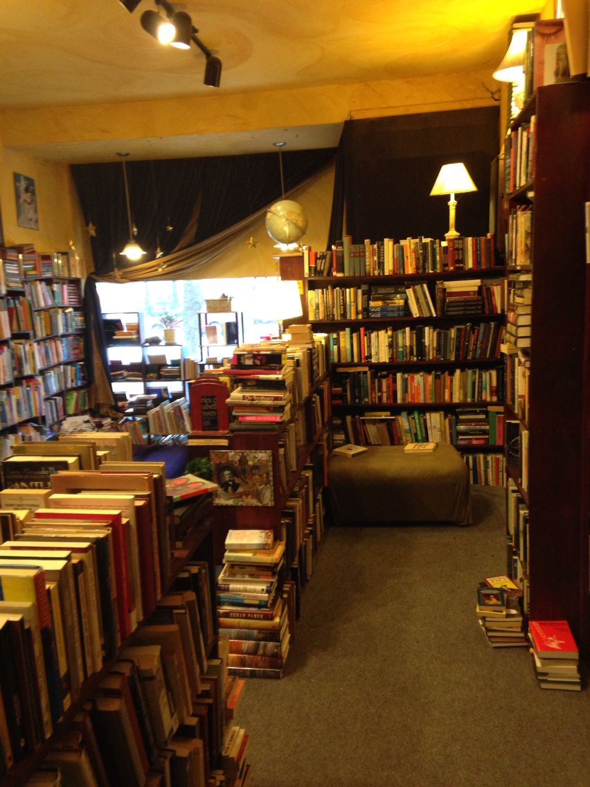 Armadillo's Pillow Bookstore | Chicago, IL | Cities ...
