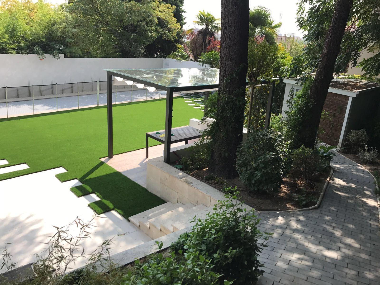 Trabajo realizado por jardines y rincones paisajismo for Jardines grandes diseno