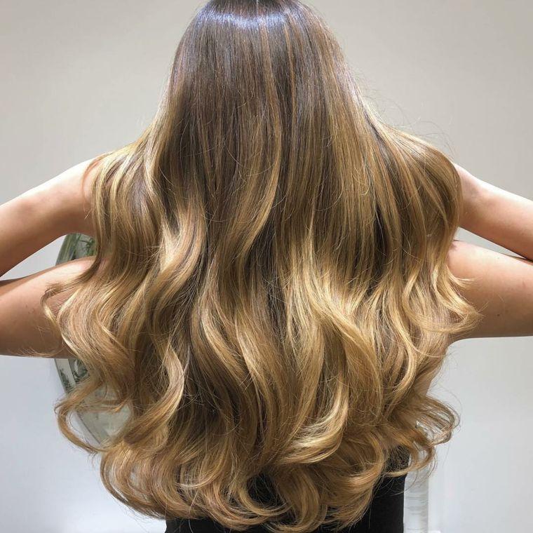 bellissimi-capelli-lunghi-tutti-della-stessa-lunghezza-piega-punte ... 08527445162c