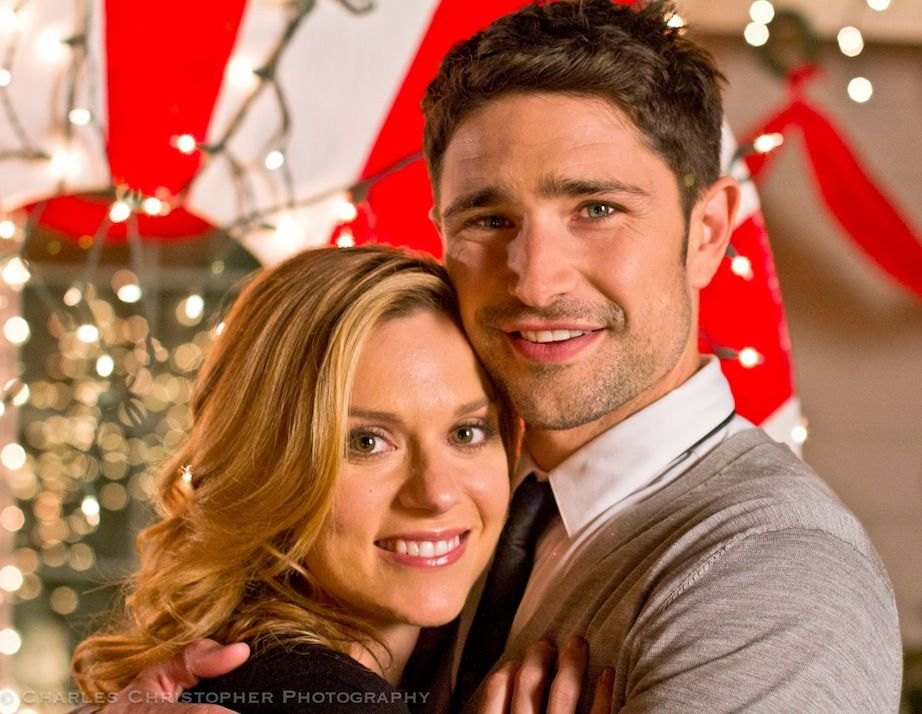 Hilarie Burton as Krissy Kringle and Matt Dallas as Lance Leigh in ...