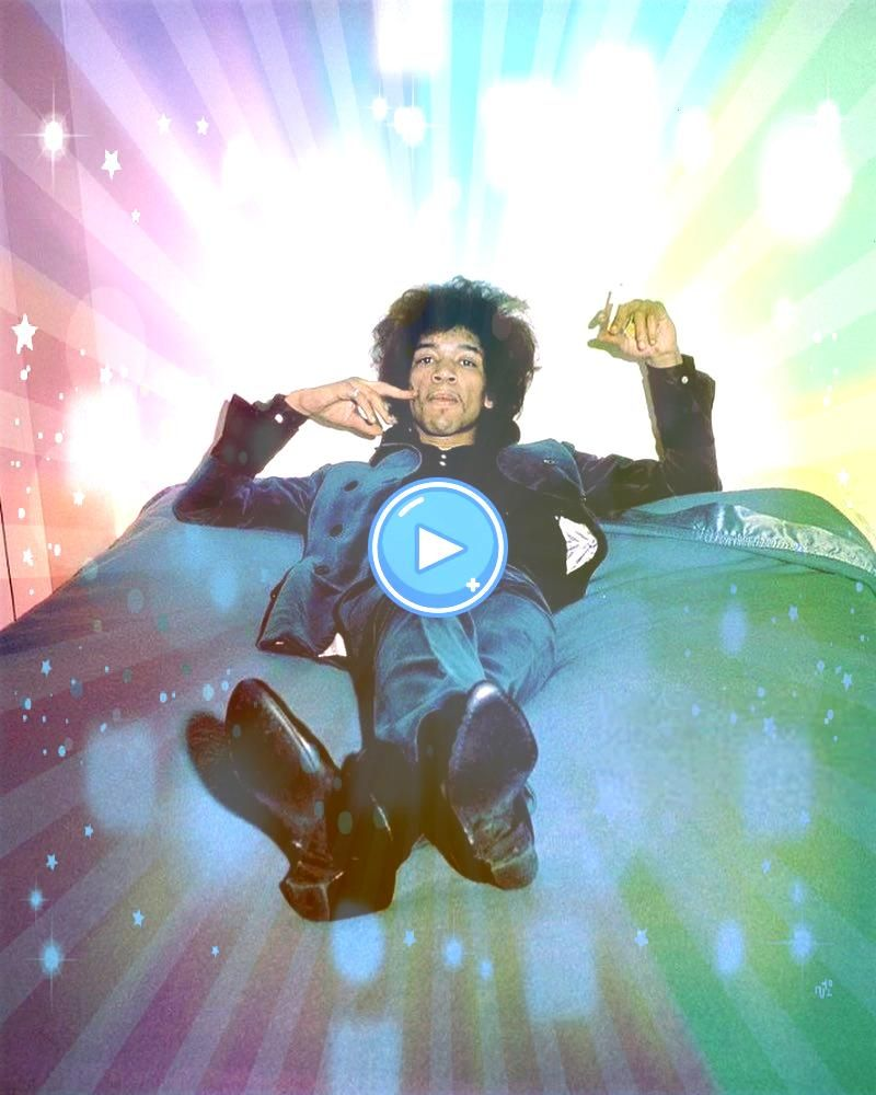 Rare Celebrity Photos Youve Never Seen  Wow Gallery24 Rare Celebrity Photos Youve Never Seen  Wow Gallery Jimi Hendrix photographed by Petra Niemeier at home in 34 Montag...