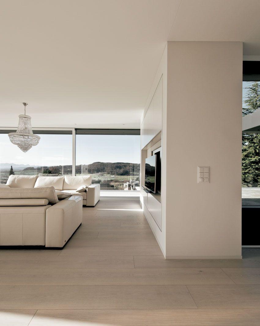 Diese Villa verspricht Wald und Bergblick Terrassen als