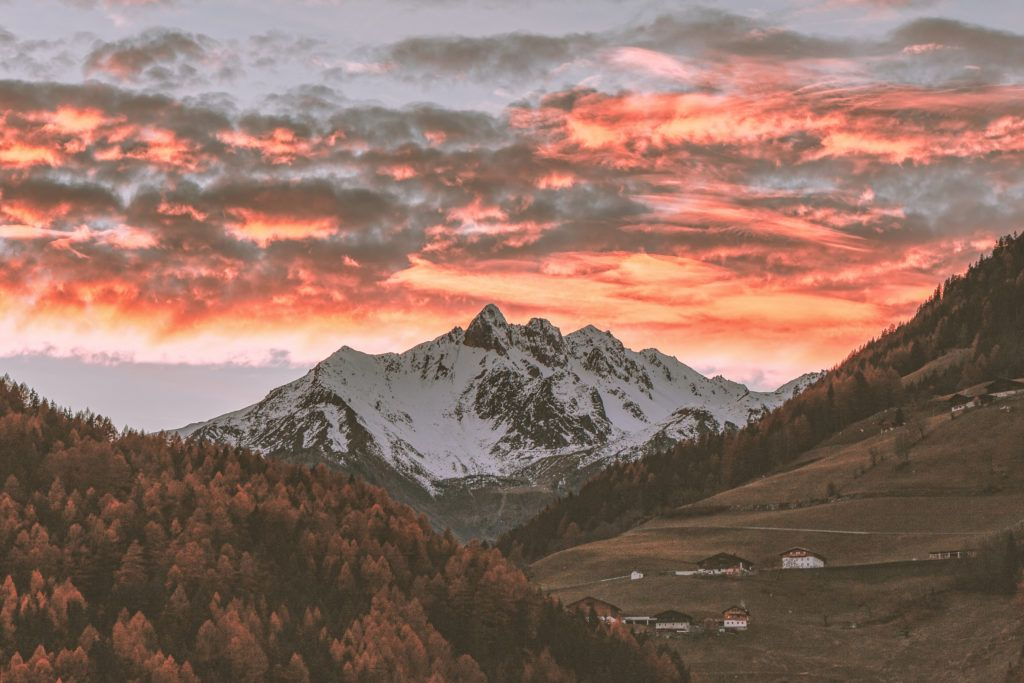 21 Vibrant Landscape Photographs Of Valleys Aesthetic Desktop Wallpaper Landscape Wallpaper Landscape Background