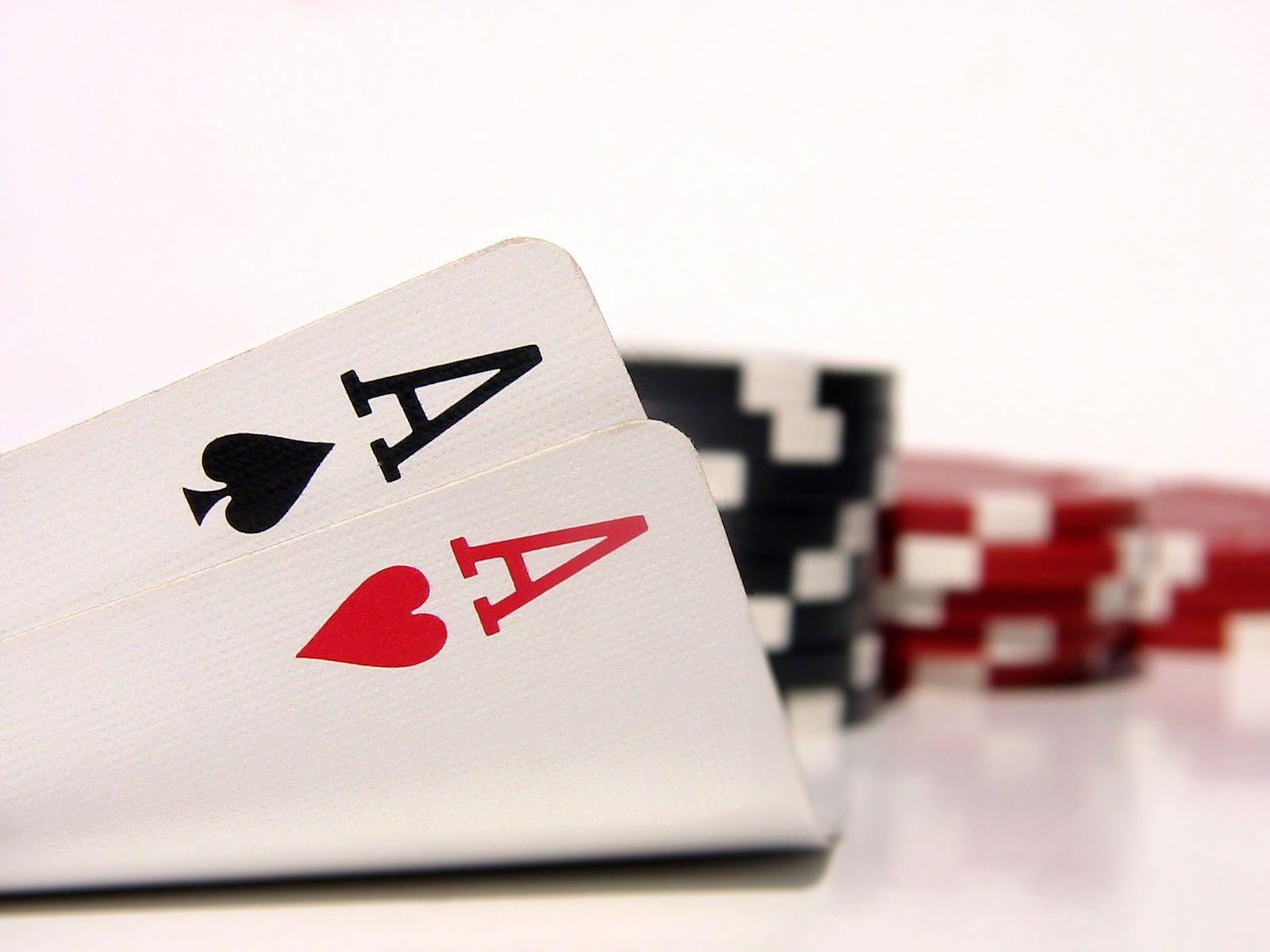 Fondo De Ases Y Fichas De Poker Esta Dentro De La Categoria Fondos