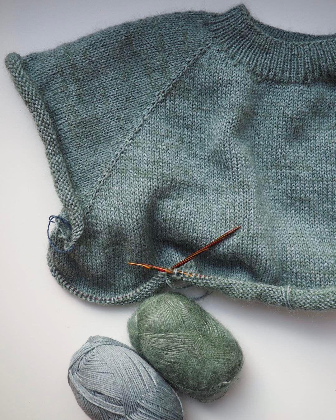 15cfb342 Opskriften finder du på www.petiteknit.com, og garnet er Tilia og Anina fra  @filcolana _ No Frills Sweater ...