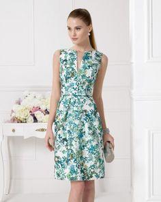 8ea077f4e5 Vestido de pique estampado. Color verde y coral.