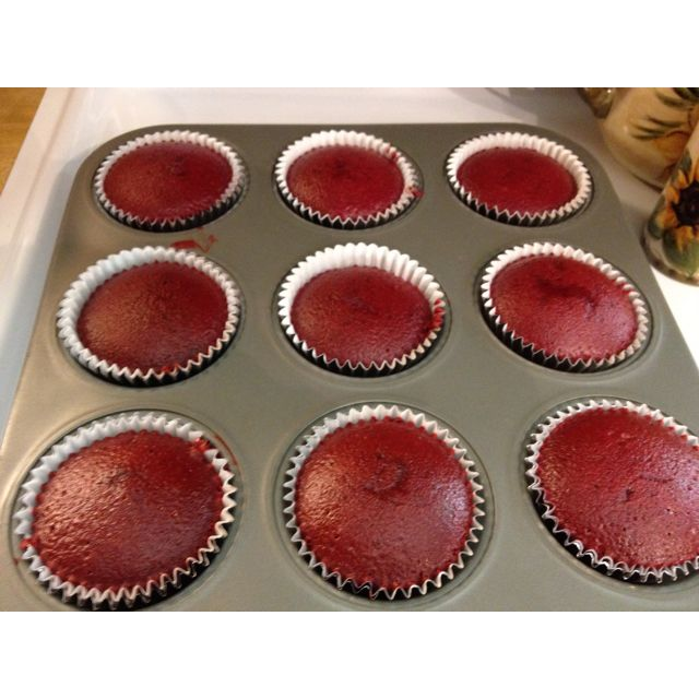 i know a special someone who would love these Red Velvet Cupcakes!