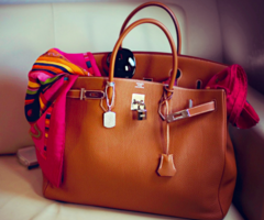 Dear Santa, I have been especially good this year and all I want for Christmas is this lovely little bag.  xoxo, Stacy