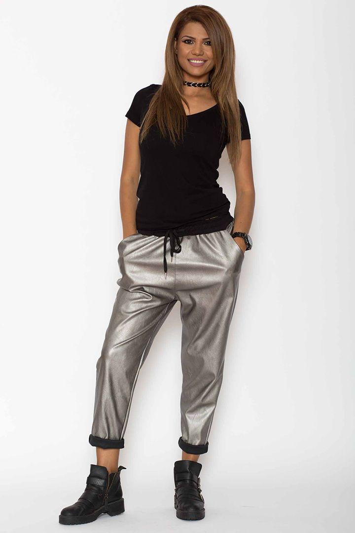 Pantaloni de piele: o moda esentiala pentru femei  De cele mai mult ori ati vazut pe strada femei care purtau pantaloni piele/ pantaloni de piele/ pantaloni din piele si probabil doreati si voi sa purtati, dar nu aveati asa de mult tupeu. Asadar, ar trebui sa stiti un lucru destul de important: chiar si voi o sa aratati genial in astfel de...  http://articolebiz.ro/pantaloni-de-piele-moda-esentiala-pentru-femei/