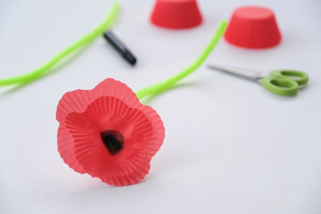 Simple Poppy Craft for Remembrance Day · Fledgling Flamingos