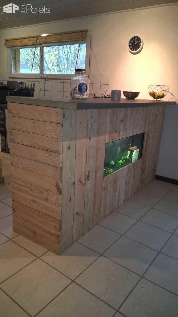 Pallet Bar With Integrated Aquarium Wax Concrete Counter 1001 Pallets Pallet Bar Wood Pallets Pallet Bar Diy