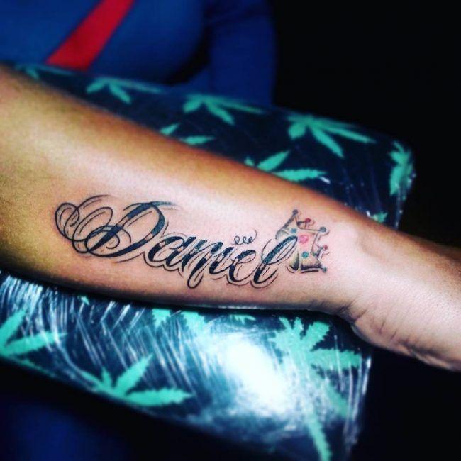 Mas De 100 Ideas Y Disenos Con Nombres Memorables De Tatuajes Principios De 2019 Blogdetatuajes Boyfriend Name Tattoos Name Tattoos On Wrist Name Tattoos On Arm