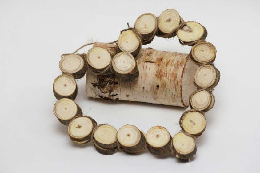 Decorazioni In Legno Natalizie : Decorazioni natalizie in legno tronchetti di legno a cuore per