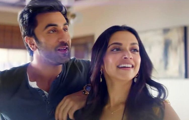 Ex Lovers Deepika Padukone And Ranbir Kapoor Win Hearts With Their Adorable Chemistry All Over Again Hungryboo Deepika Padukone Ranbir Kapoor Bollywood Celebrities