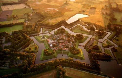 Drone view of the star-shaped village of Bourtange / Netherlands (via boreddaddy.com).