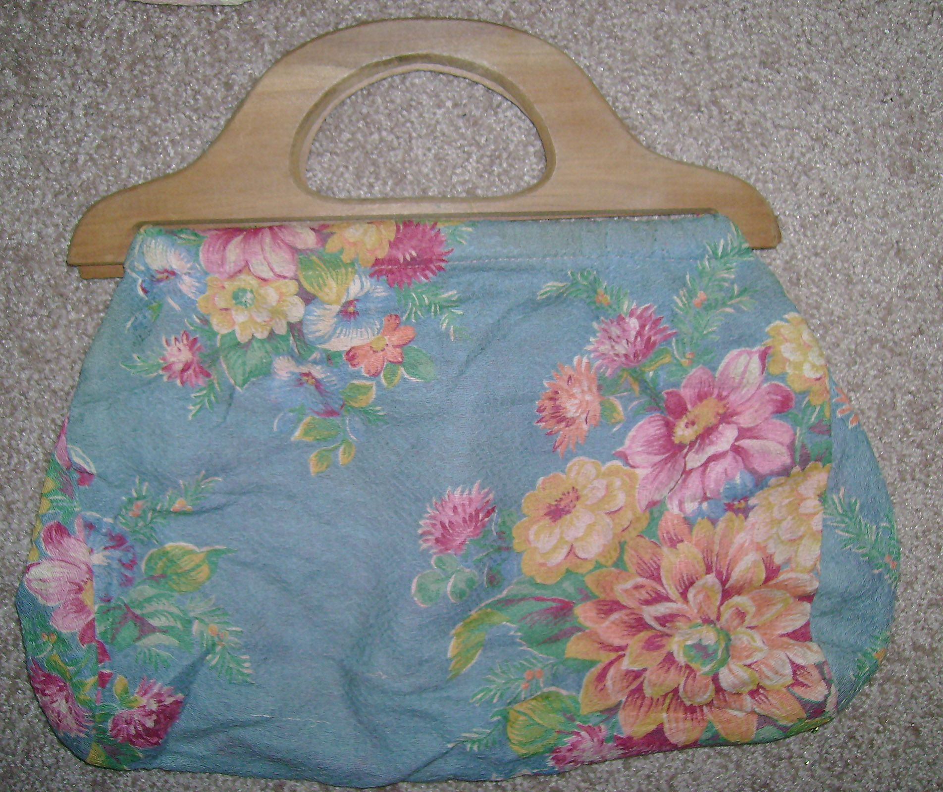 Vintage Knitting Or Sewing Bag From The 1940s 50s With Wooden Handles And Floral Barkcloth Fabric Excellent Condition I V Knitted Bags Barkcloth Vintage Wood
