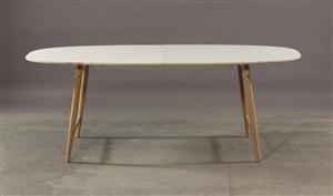 Dansk møbeldesign. Spisebord, hvidlamineret oval plade med udtræk ...