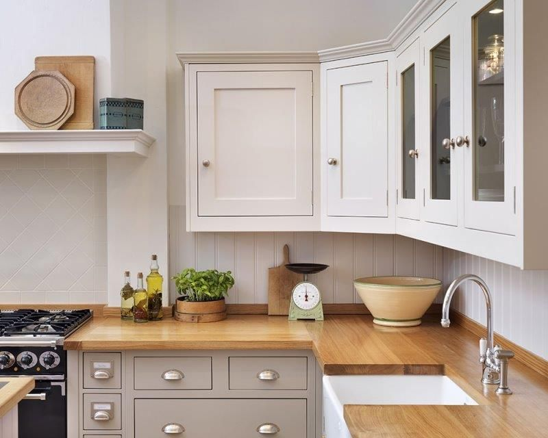 Shaker kitchen different colour units top and bottom nb for Different kitchen styles