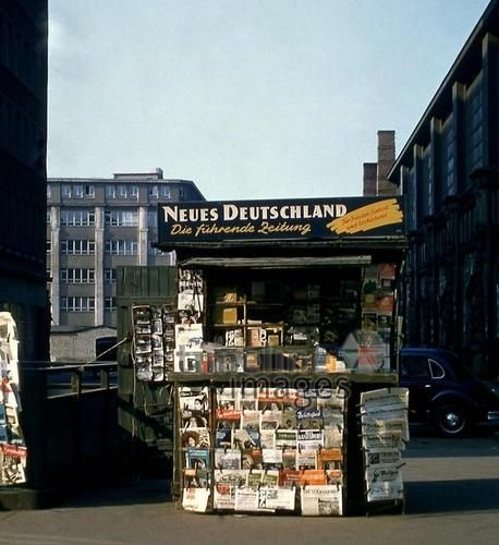 Zeitungskiosk Am S Bahnhof Alexanderplatz In Berlin 1956 Fotocommunity Timeline Images Zeitungskiosk Kiosk Berlin