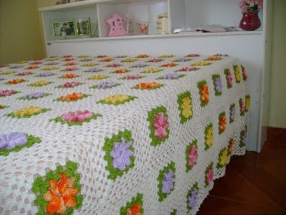 Colcha de croche com flores