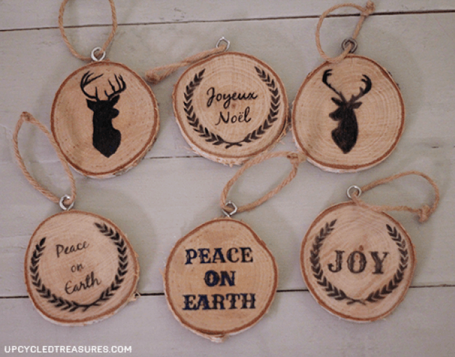 Take A Look At How To Make Your Own Diy Wood Slice Christmas Ornaments Plus Free Printables To Use For Easy Image Transfer Upcycledtreasures Com