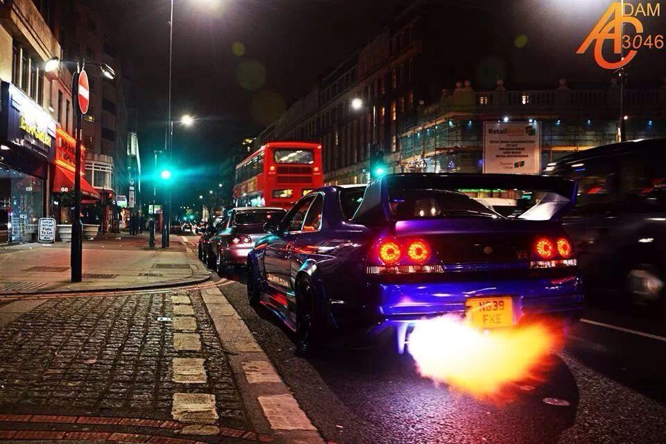 Charmant Nissan Skyline GTR R33 Flames