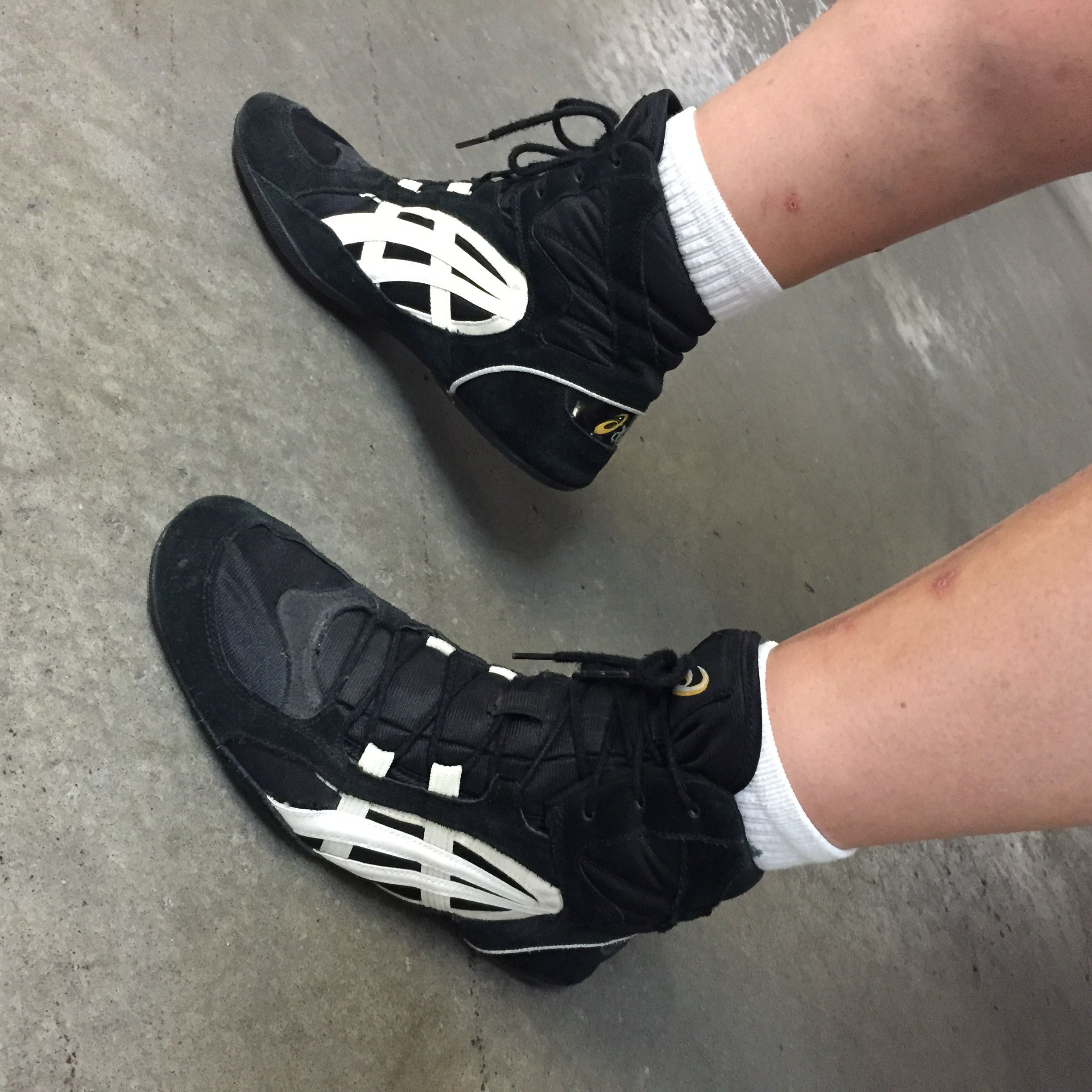 old asics wrestling shoes