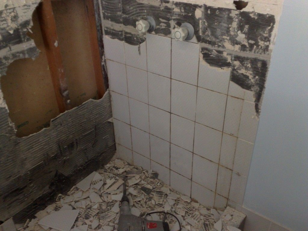 Video on removing ceramic wall tiles from a shower ...