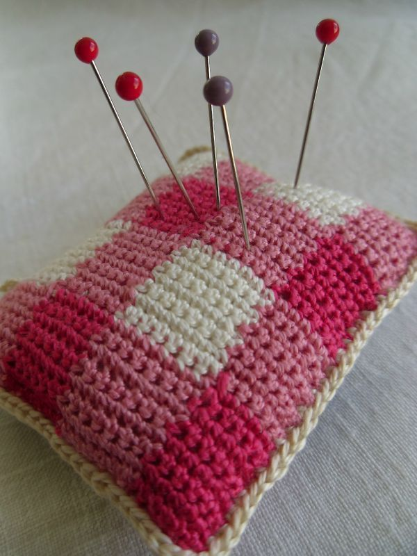 Gingham style crochet pin cushion | Crochet | Pinterest ...