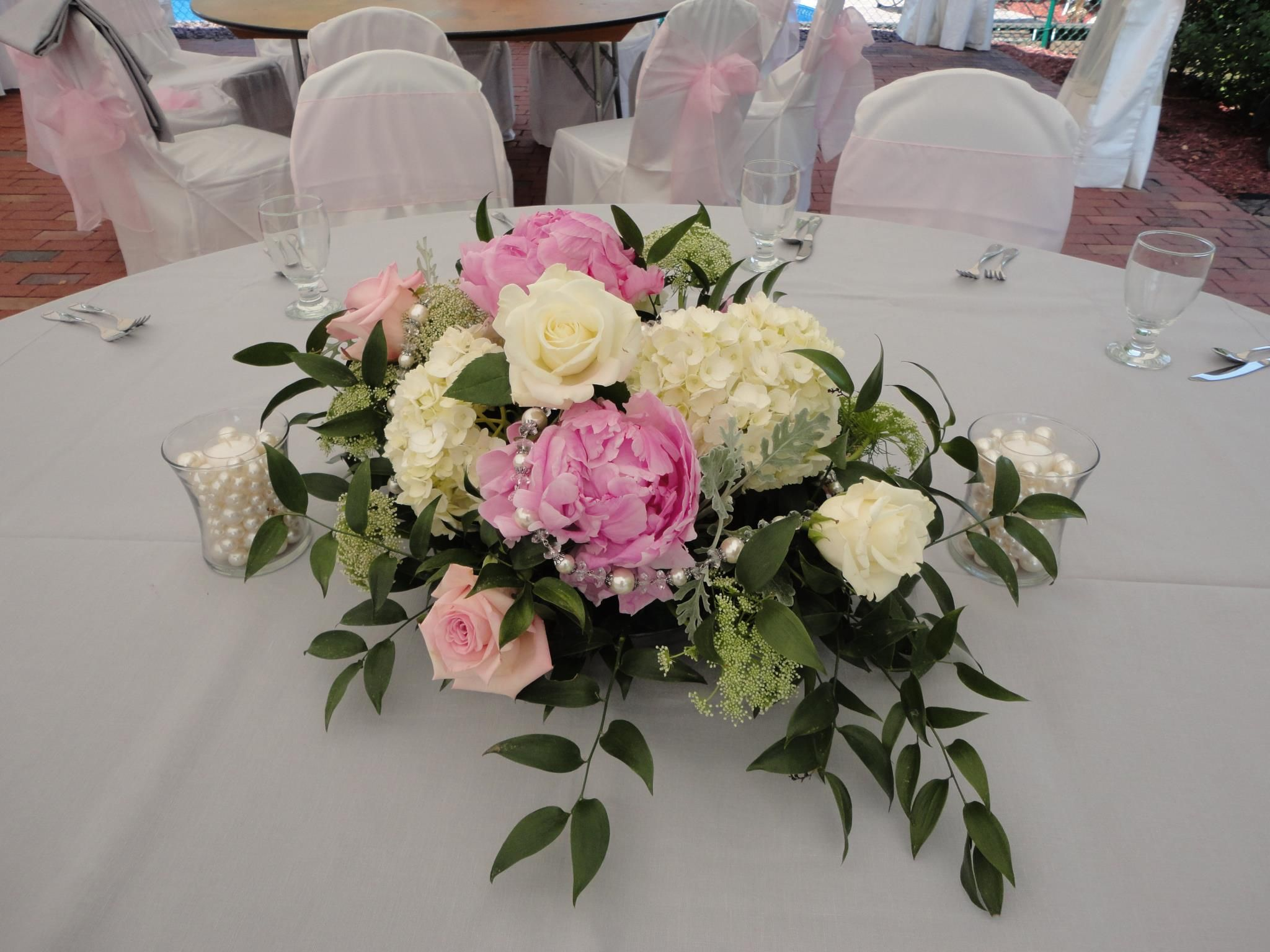 Low and long centerpiece of light pink peony sophie