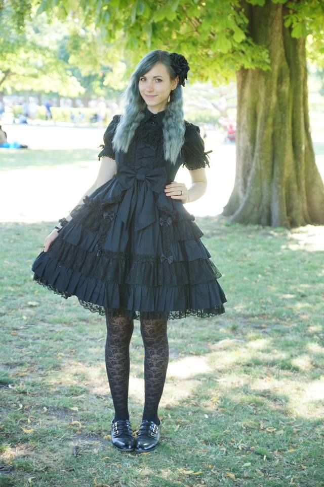 We went to a picnic meet-up in the amazing weather yesterday. Picture is taken by isaacnissen who was not only amazingly dressed, as always, but also took lovely photos of every one