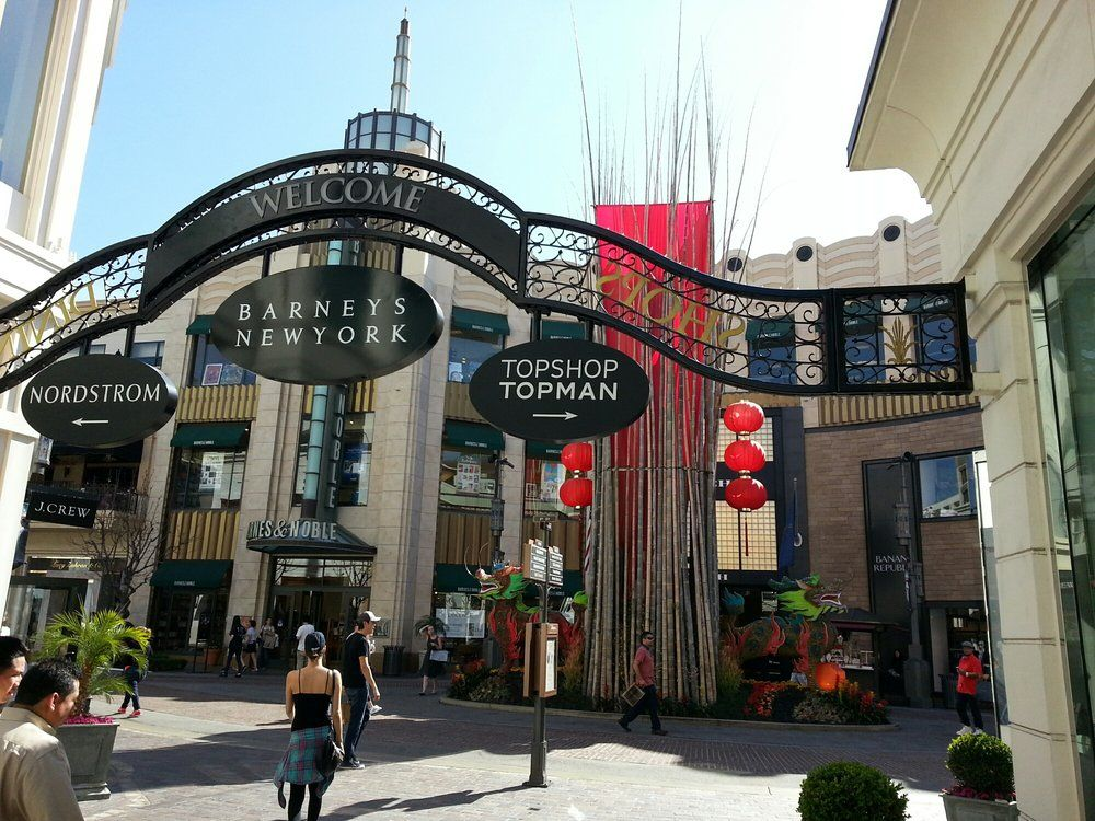Shopping And Dining At The Grove Plenty To See And Do Here Grove Los Angeles Photo