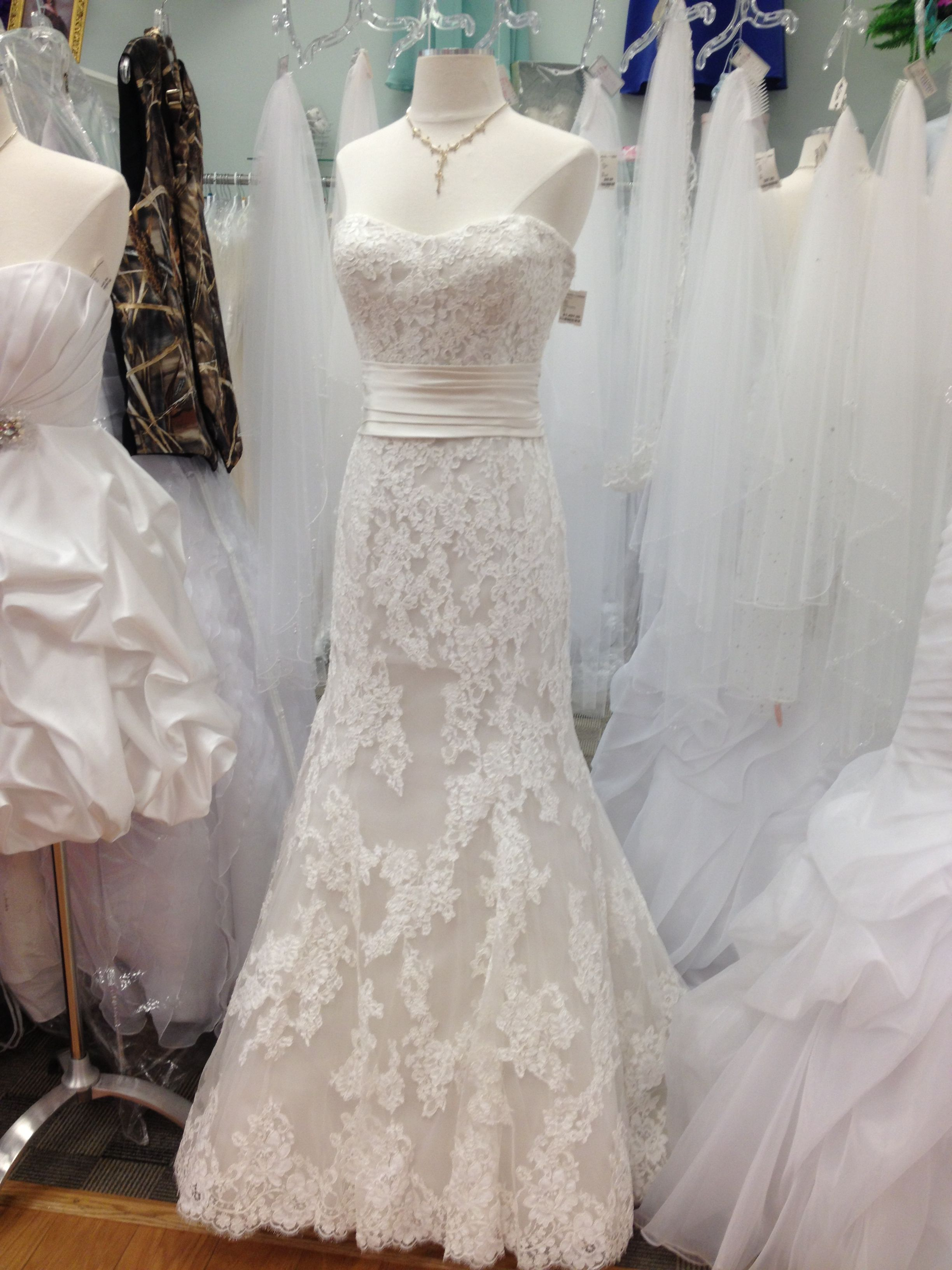 Wedding dress at Princess Diaries at the mall of Johnson city ...