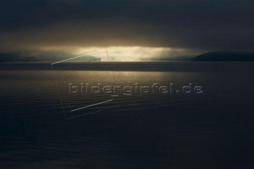 Bayern, Walchensee, Nebel Bildnummer: MRE00007 Michael Reusse