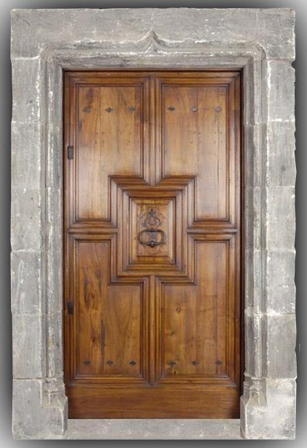 Porte du0027entrée bois massif en noyer modèle renaissance Porte