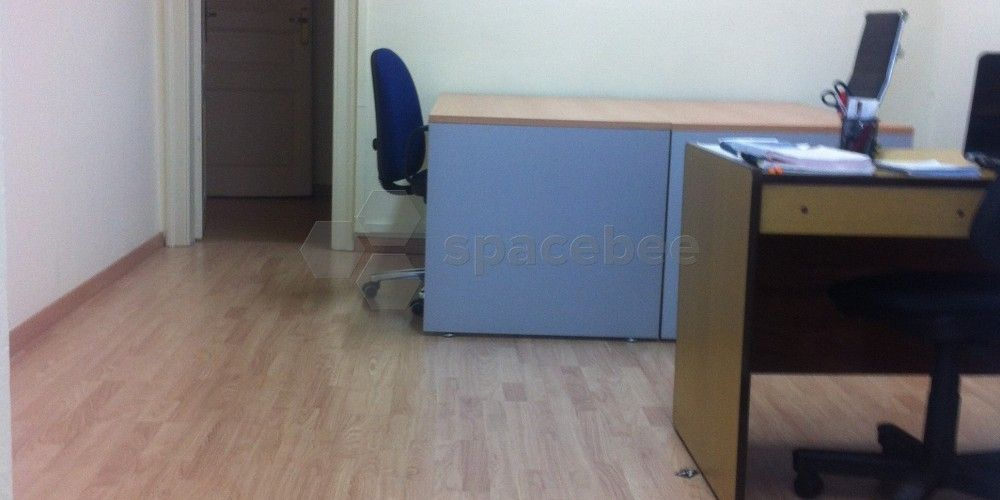 Spacebee | Mesas amplias en oficina compartida en Barcelona ...