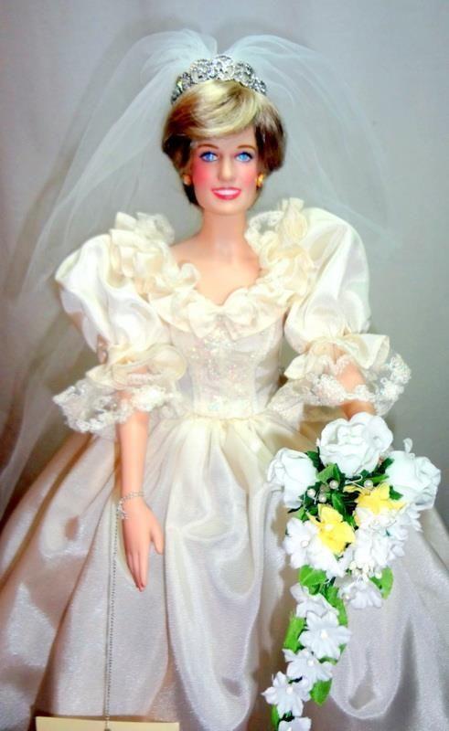 Franklin Mint Bridal Princess Diana 16 034 Vinyl Bride Doll In Royal Wedding Gown Ebay Royal Wedding Gowns Bride Dolls Wedding Gowns