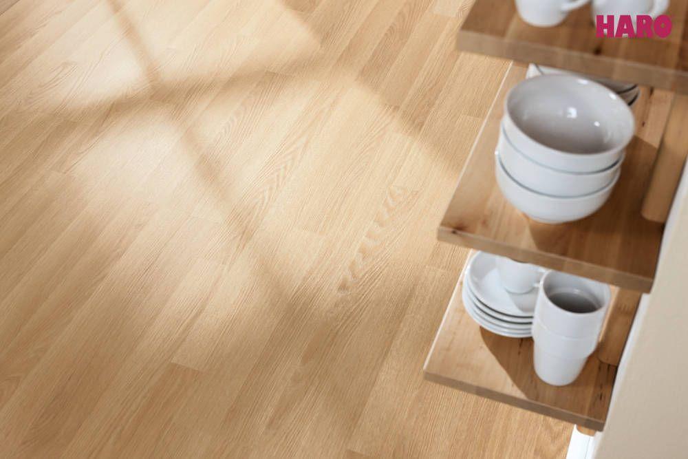Laminate Plank 1 Strip Oak Premium Creme Woodflooring Timberflooring Laminateflooring Hardwoodflooring Flooring Engineered Wood Floors Laminate Flooring