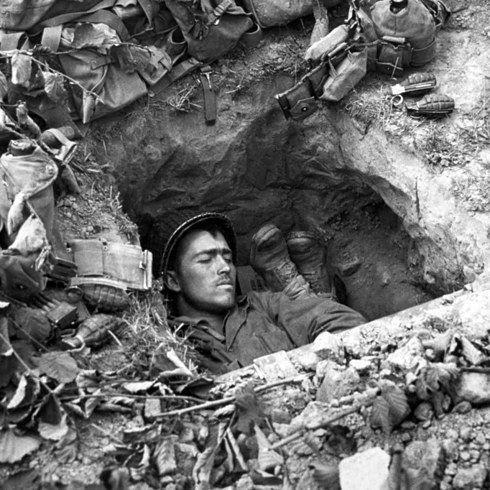 24 Harrowing Pictures From The Front Lines Of D-Day